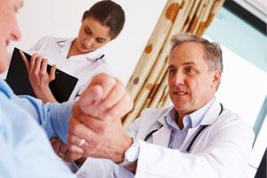 Médico atendendo paciente